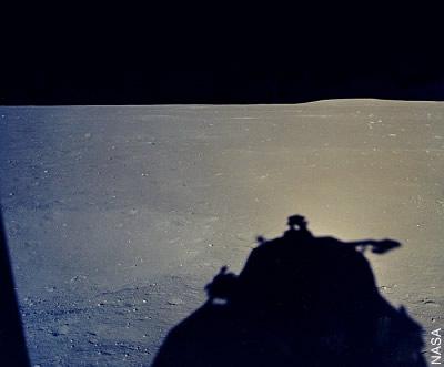 Blick vom Lunar-Module-Fenster kurz nach der Landung