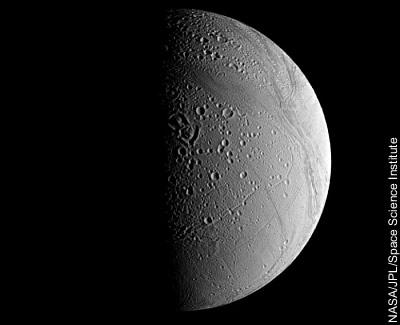 Enceladus aus 161.000 km Entfernung (Auflösung: 962 m/Pixel)