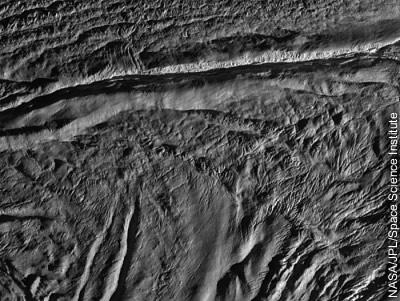 Enceladus aus 4.742 km Entfernung (Auflösung: 30 m/Pixel)